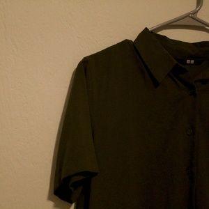 uniqlo / short sleeve collared shirt / olive green
